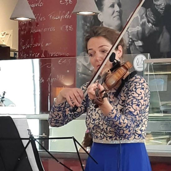 Franziska Strohmayr im Cafe Universum